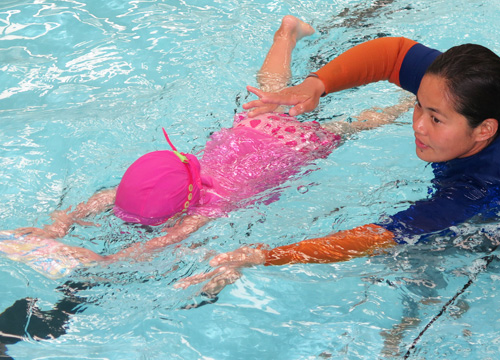 Preschool Swimming Lesson - Kickboard